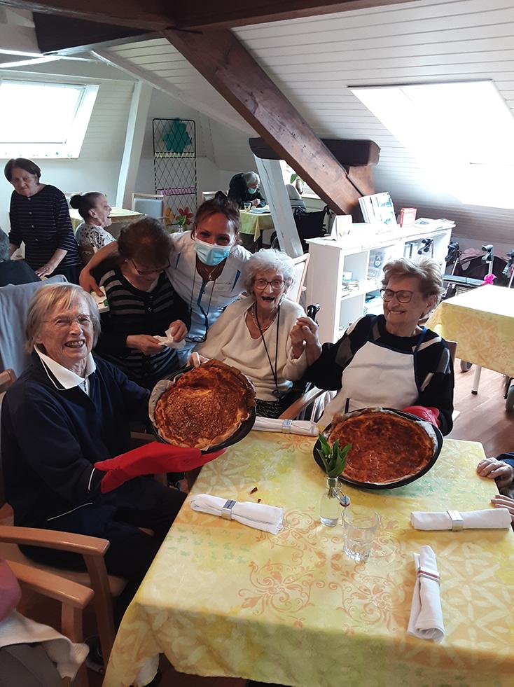 Gâteaux au fromage avec les résidents